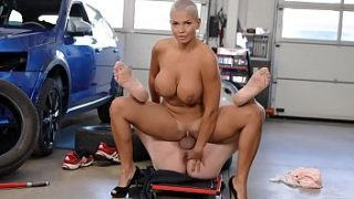 Busty Euro Goddess Thanks Mechanic With Rimming and Fuck – Chloe Lamour